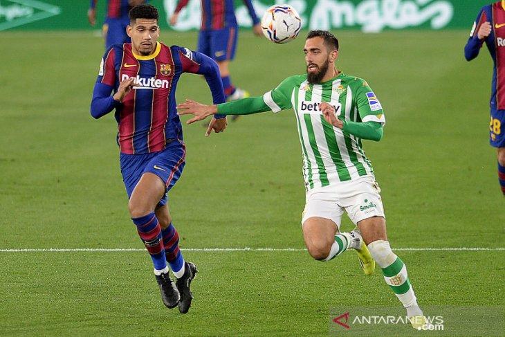 Ronald Araujo mengaku ingin bertahan selama bertahun-tahun di Barcelona