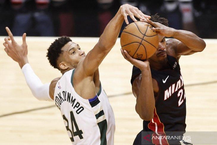NBA, Antetokounmpo triganda, Bucks sapu bersih Heat 4-0