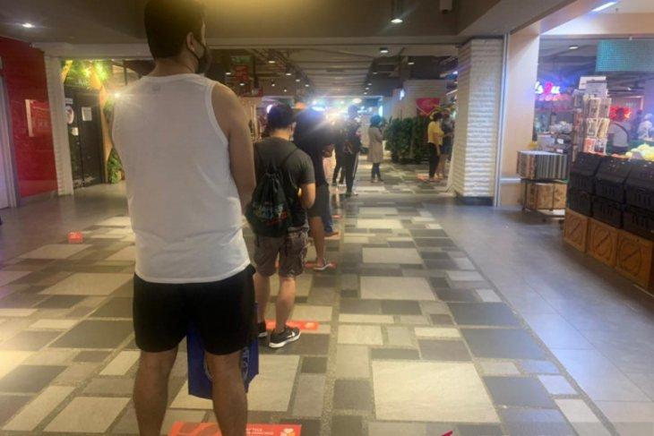 """""""Total lockdown"""" Malaysia hanya izinkan dua orang per keluarga berbelanja"""