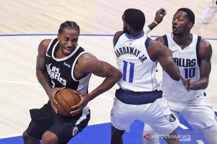 Leonard pimpin Clippers imbangi Mavericks 2-2