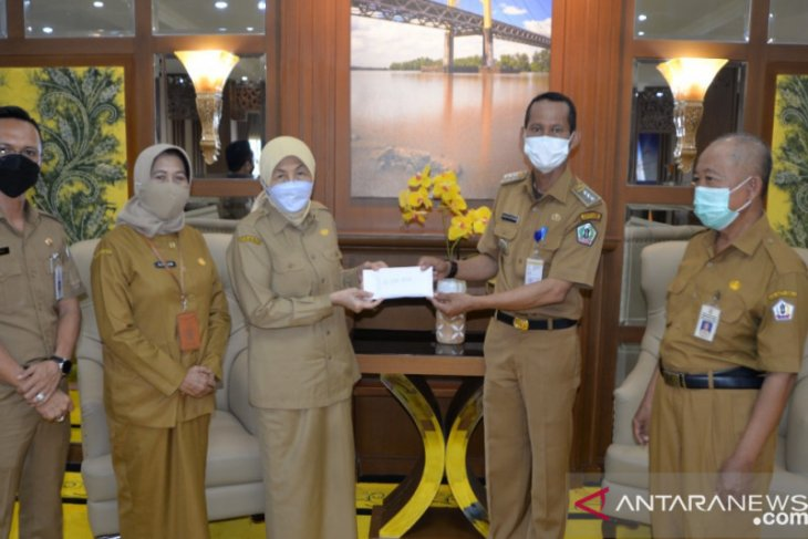 Yayasan Dompet Sedekah Peduli Batola bantu korban penusukan Rp10 juta