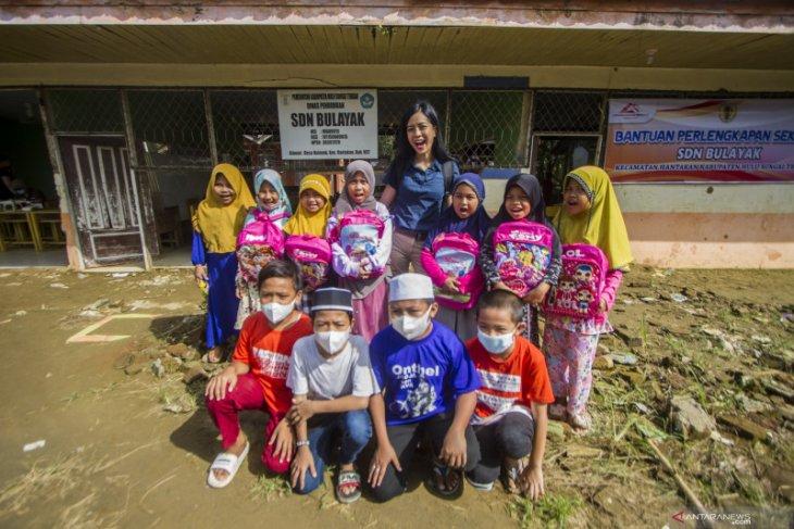 Yeslin Wang sedih lihat kondisi sekolah hancur akibat banjir bandang