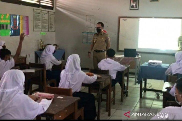 Wali Kota Bogor tinjau pelaksanaan uji coba pembelajaran tatap muka