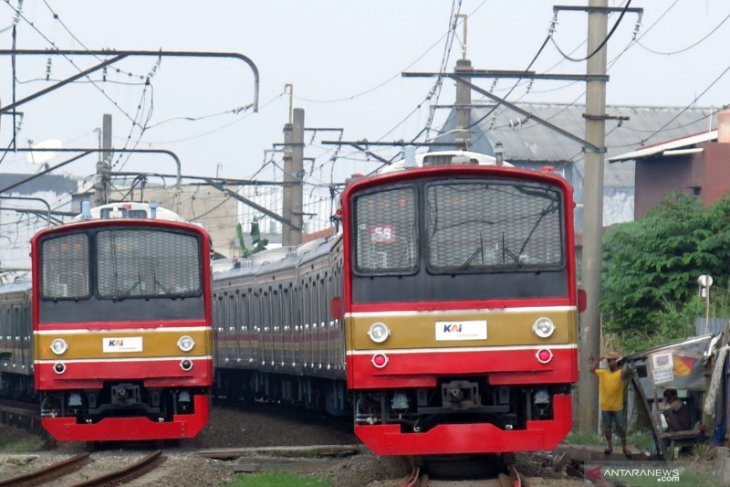 Commuter line users decline on second day of PPKM
