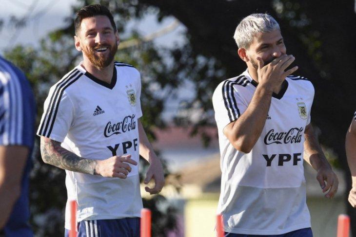 Sergio Aguero yakin Lionel Messi tetap bersama Barcelona