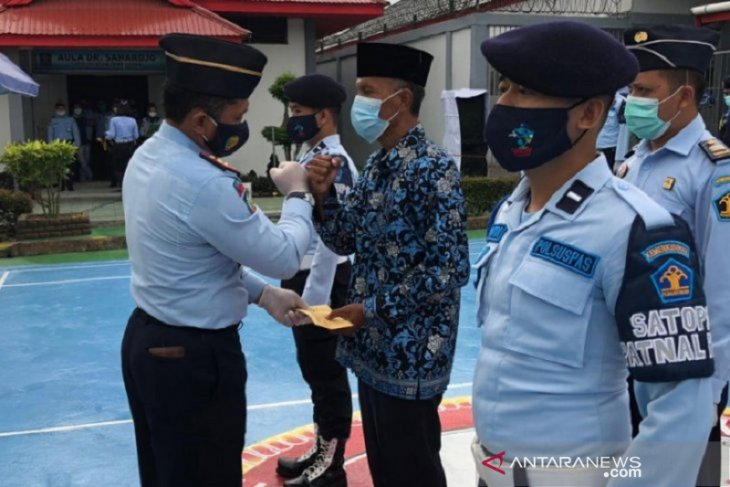 Riau's prison officer discharged from duty over drug trafficking case