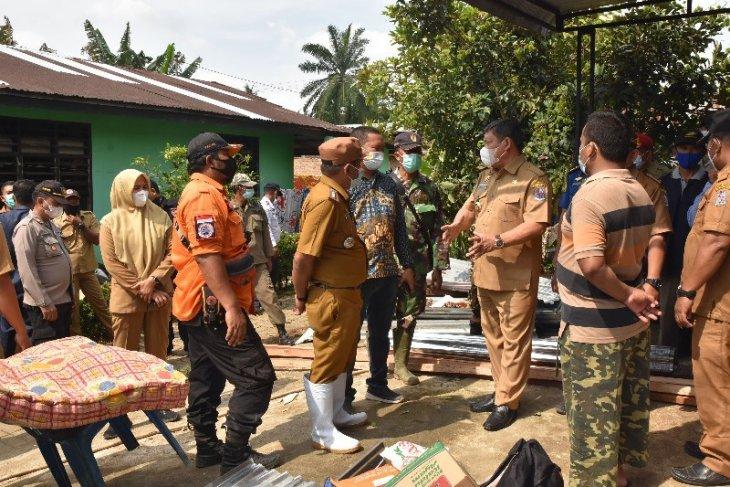 Pemkab Deli Serdang bantu warga yang rumahnya rusak akibat puting beliung