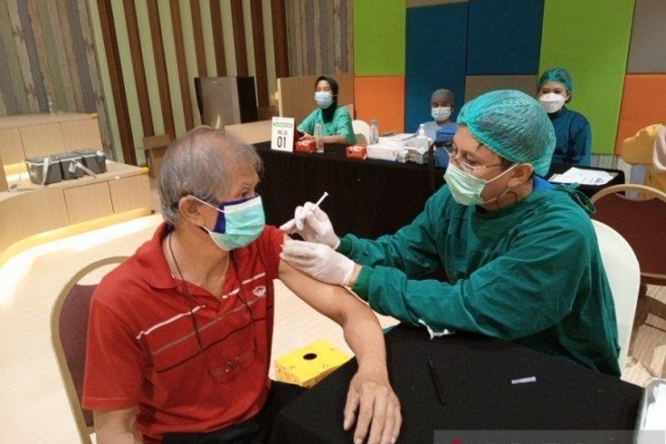 QBig BSD City vaksinasi COVID-19 lansia dan guru