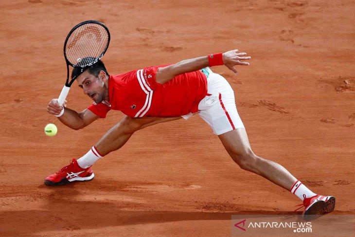 French Open: Djokovic terselamatkan kram Musetti yang mundur di babak 16 besar