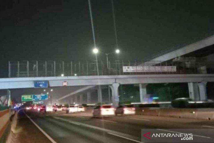Jasa Marga tunda pekerjaan bongkar girder jembatan KM 5+45 Tol Japek