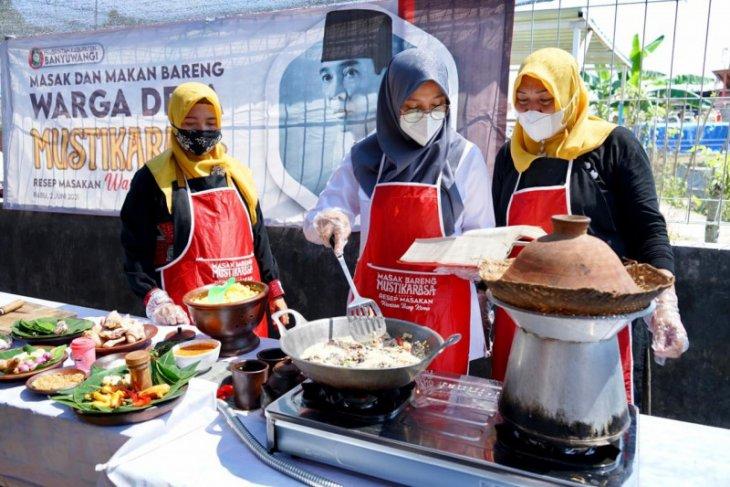 Ngantor di desa, Bupati Banyuwangi memasak resep warisan Bung Karno