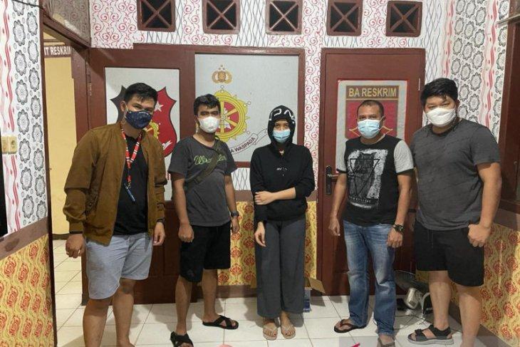 Seorang perempuan bos arisan daring senilai Rp5,3 miliar ditangkap Polda Jambi