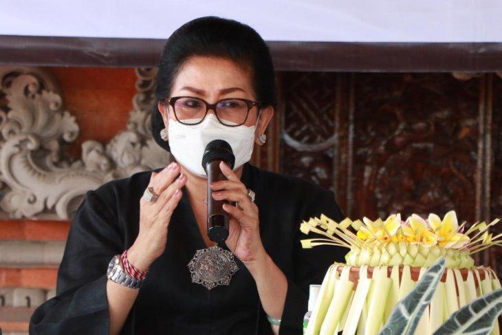 Putri Koster gencarkan pelatihan etika tata rias dan busana Bali