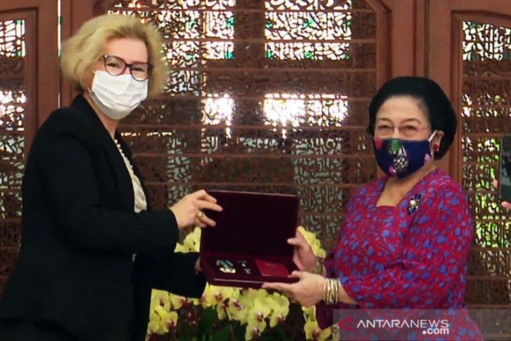 Soekarno, Megawati, dan penghargaan