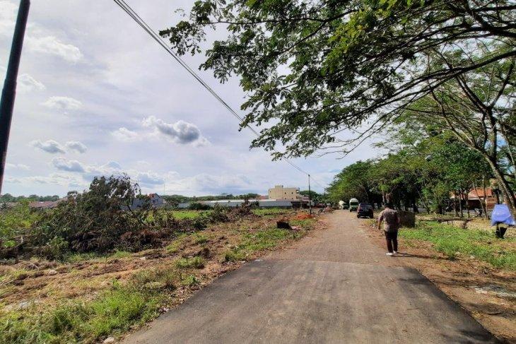 Antisipasi pembangunan perumahan, Telkom geser kabel fiber optik di Jalan Ampera Kota Baru