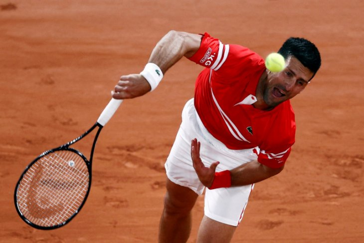 Novak Djokovic lalui babak pertama French Open di stadion tanpa penonton