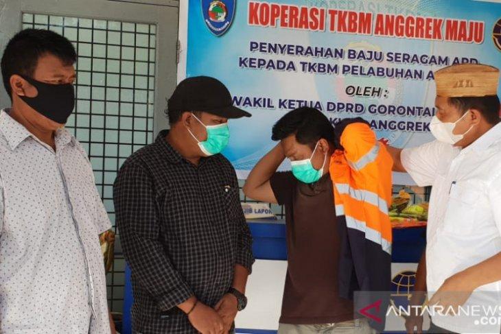 Wakil Ketua DPRD Gorontalo Utara salurkan APD ke TKBM