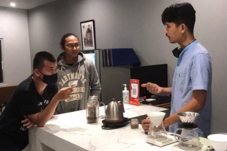 Lewat kopi bisnis dan edukasi dijalankan Kawan Sejalan Coffee Shop