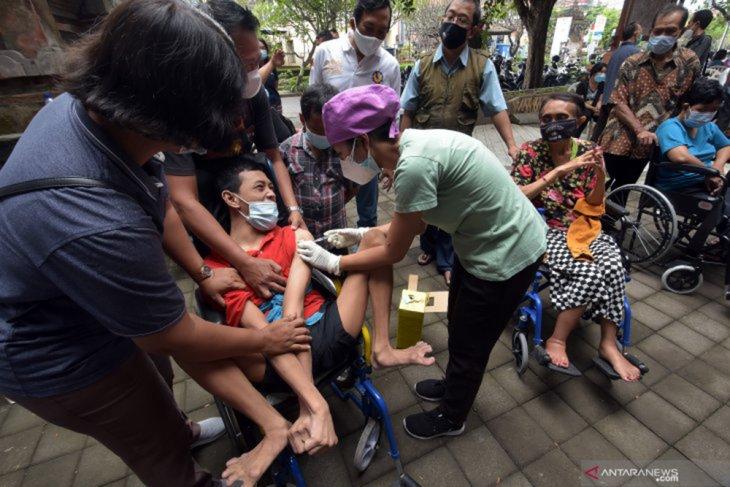 Vaksinasi COVID-19 tahap tiga di Surabaya sasar disabilitas - ODGJ