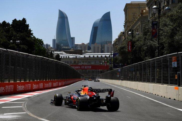 Duet Ferrari bayangi Verstappen pada latihan bebas GP Azerbaijan