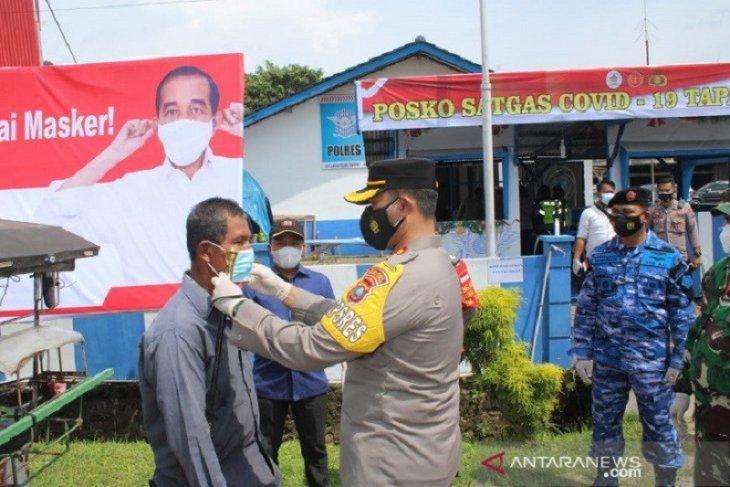 Cegah penyebaran COVID-19 di Tapteng, pos PPKM didirikan