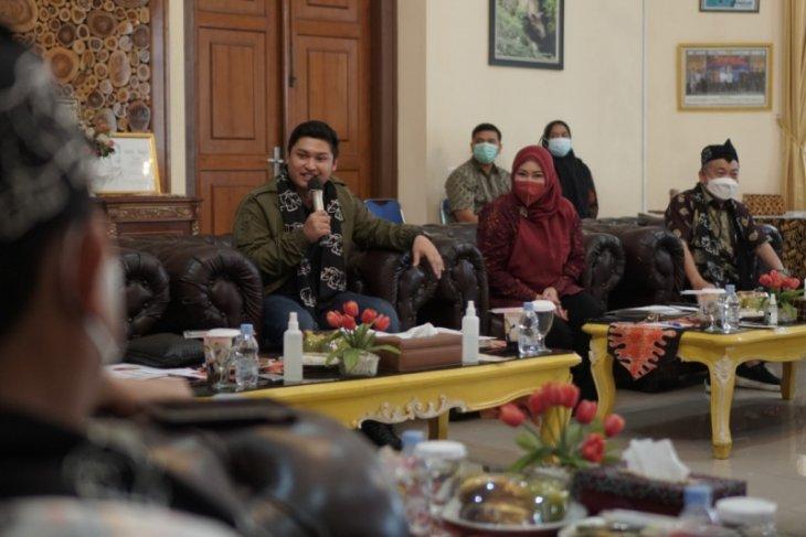 Bupati Irna 'ngadu' ke DPR-RI soal kesenjangan 'signal' di Pandeglang