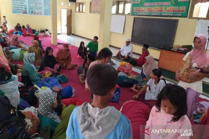 BPBD Cianjur libatkan ratusan relawan evakuasi korban longsor