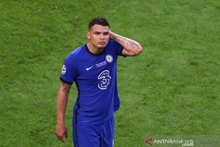 Chelsea pertahankan Olivier Giroud dan Thiago Silva