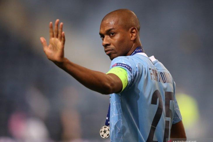 Fernandinho masuk daftar pemain akan dilepas  Manchester City