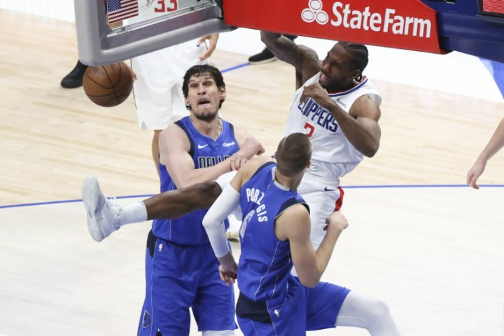 NBA, 45 poin Leonard bawa Clippers paksa Mavs mainkan gim terakhir