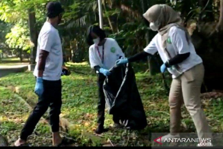 KRB bersih-bersih sampah edukasi pengunjung menjaga lingkungan