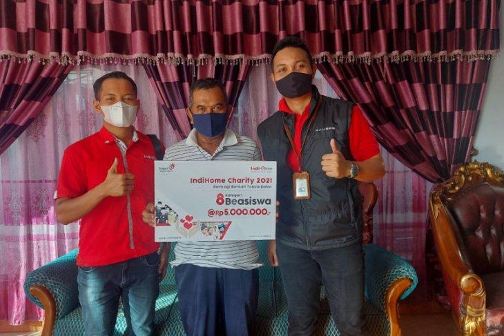 Telkom Kalbar serahkan hadiah ke pelanggan setia Indihome