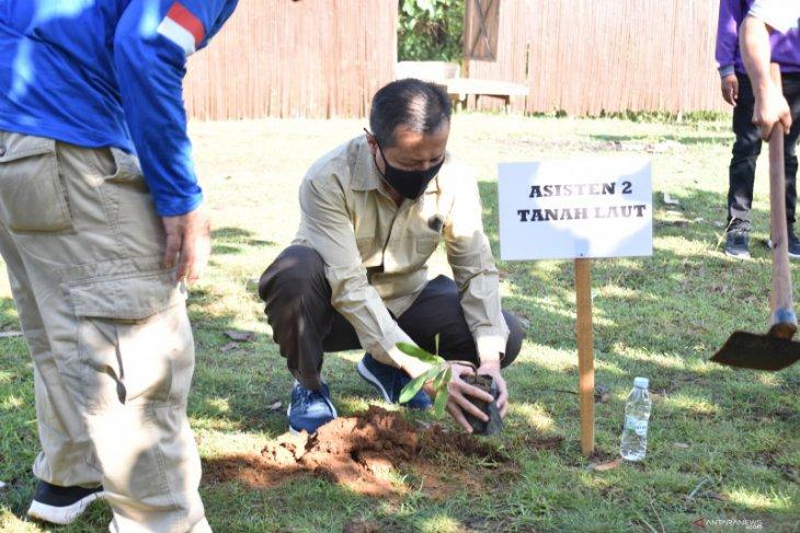 Pemkab Tala tanam bibit pohon di area wisata hutan mangrove Desa Pagatan Besar