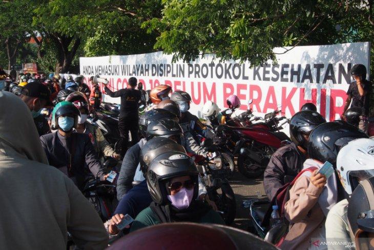 Dari Madura masuk Surabaya wajib tes usap COVID-19