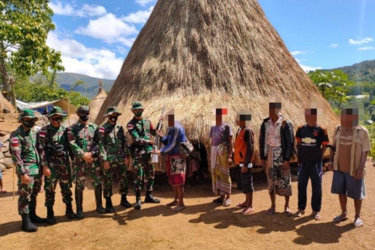 Satgas Pamtas RI-Timor Leste kembali terima senjata api dari warga
