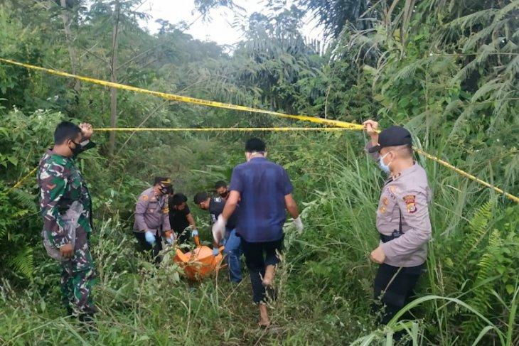 Warga temukan mayat perempuan tanpa identitas di Gunung Salak