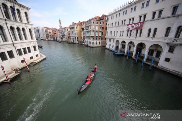 Italia laporkan 21 kematian akibat COVID-19 dan 882 kasus baru