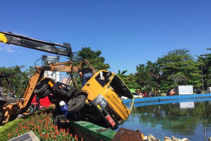 Wako Pontianak: Fasilitas air mancur rusak dampak ditabrak mobil