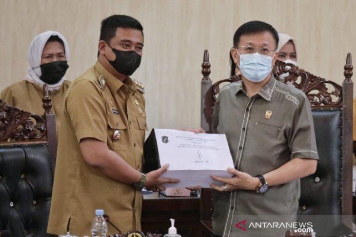 Wali Kota  Medan sampaikan nota pengantar LKPj APBD 2020