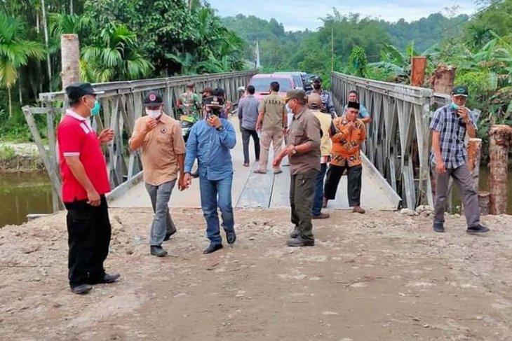 Ambruk diterjang banjir, jembatan di Simeulue selesai diperbaiki