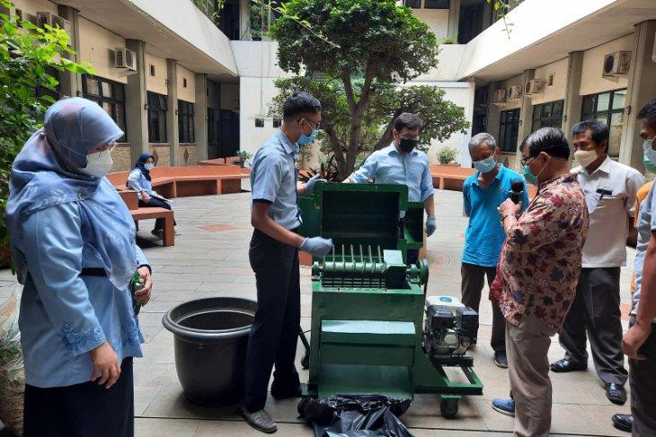 FTUP hibahkan alat pencacah sampah untuk Pasar Lenteng Agung