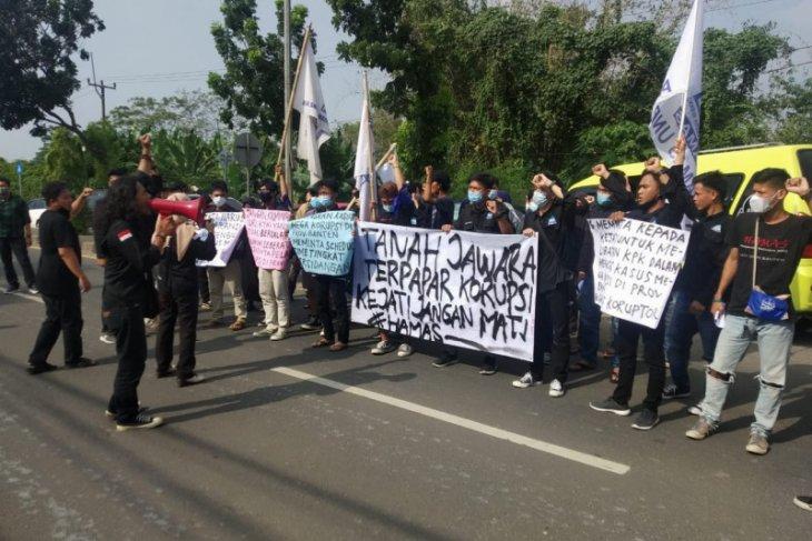 Mahasiswa datangi Kejati Banten dukung penuntasan kasus korupsi di Banten