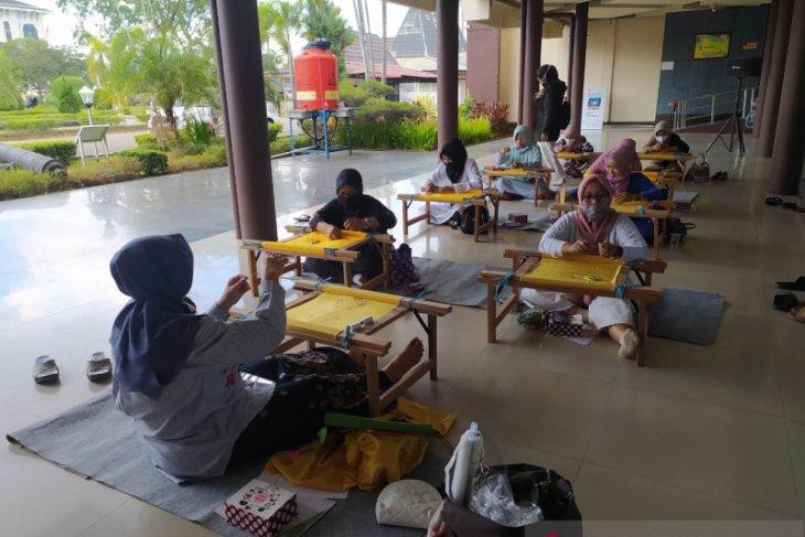Museum Kalbar merekrut sebanyak 170 peserta pelatihan sulam kalengkang