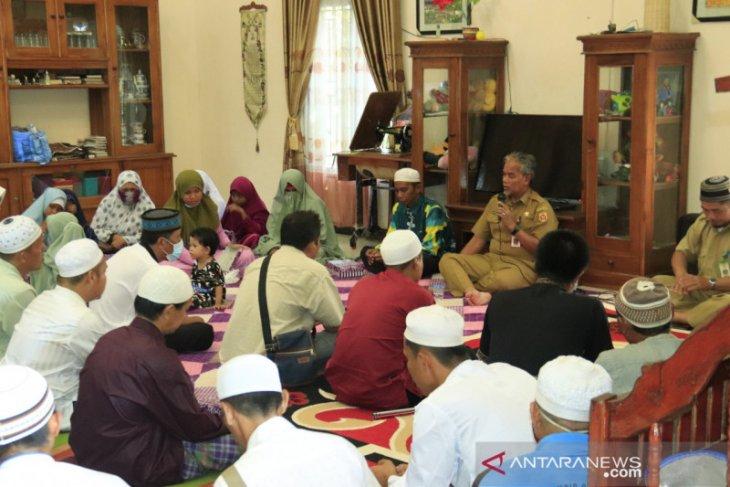 Sekda Banjarbaru makan bersama Disabilitas Netra di kediaman