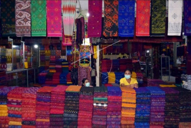 Penjualan kain tradisional Bali anjlok