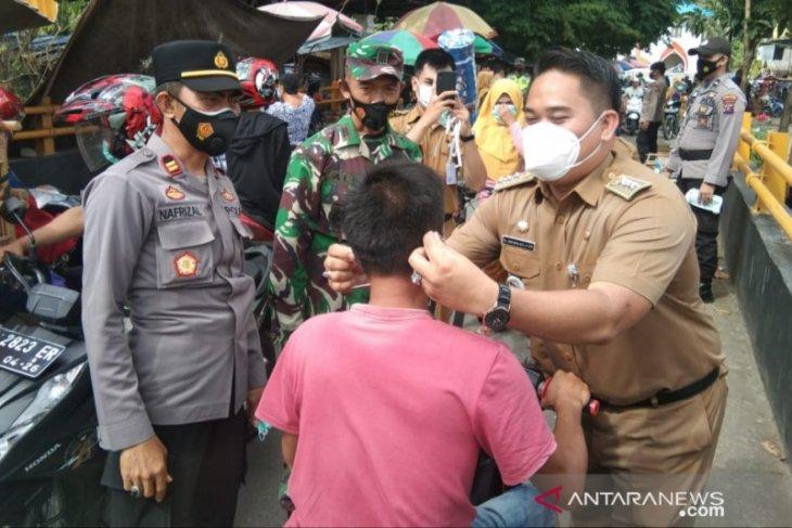 Camat Aidi langsung tancap gas, bersama TNI-POLRI gelar operasi yustisi