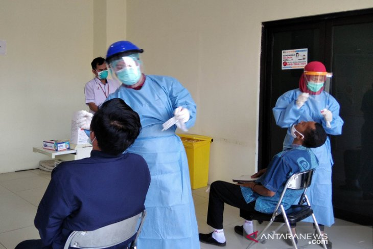 COVID-19 handling aid for Kudus received from 96 medical workers