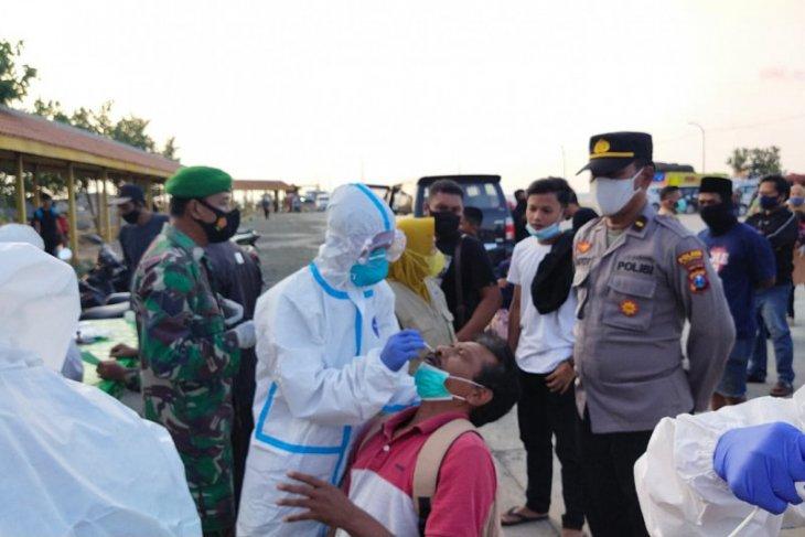 Penumpang kapal dari Madura tiba di Pelabuhan Situbondo wajib tes antigen