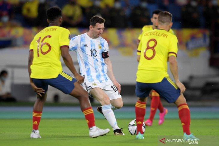 Kebobolan pada menit akhir, Argentina berbagi poin dengan Kolombia