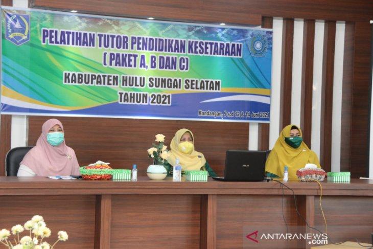 100 orang tutor kesetaraan paket di HSS ikuti pelatihan